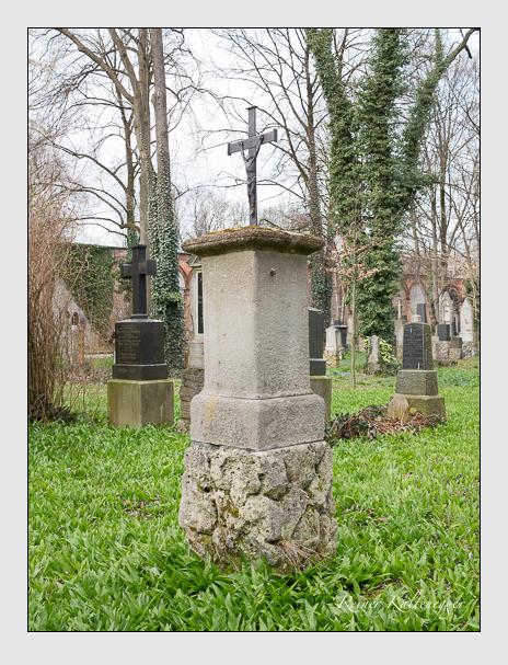 Grab der Familie Enhuber auf dem Alten Südfriedhof München (März 2016)
