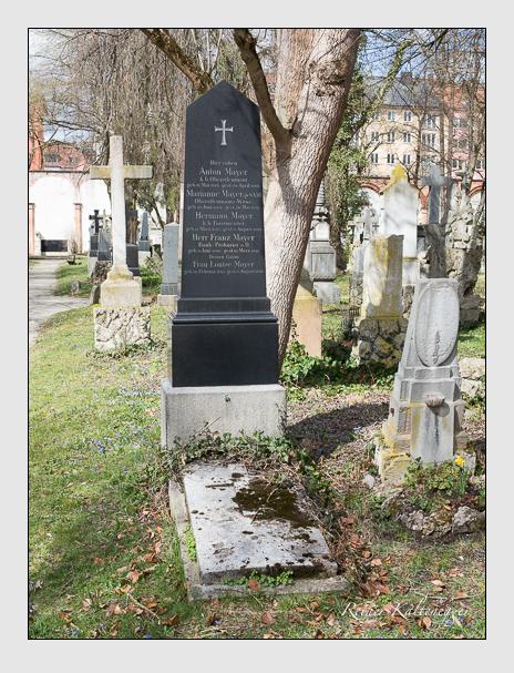 Grab der Familie Mayer auf dem Alten Südfriedhof München (März 2016)