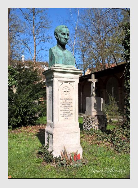 Grab der Familie Seuffert auf dem Alten Südfriedhof München (April 2016)