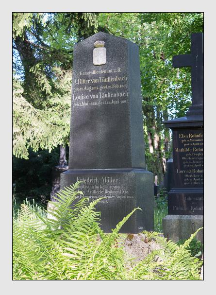 Grab der Familien Müller & Täuffenbach auf dem Alten Südfriedhof München (Mai 2016)