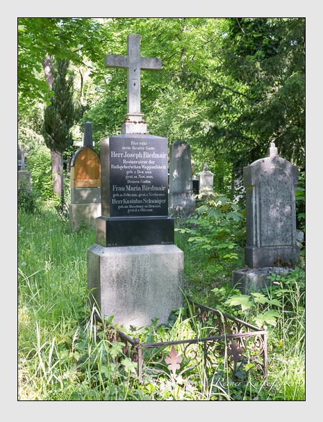 Grab der Familien Riedmair & Schwaiger auf dem Alten Südfriedhof München (Mai 2016)