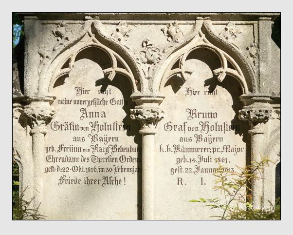 Grab der Familie Holnstein auf dem Alten Südfriedhof München (Juli 2016)