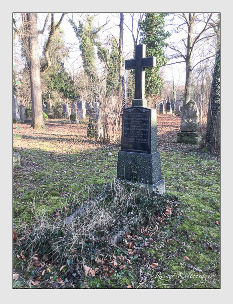 Grab der Familien Kagerbauer · Klein auf dem Alten Südfriedhof München (Januar 2018)