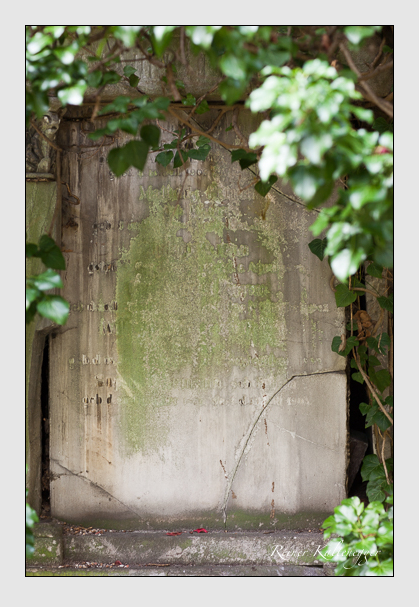 Grab der Familie Perron auf dem Alten Südfriedhof München (Januar 2007)