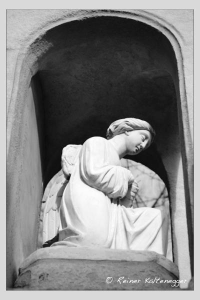 Grab der Familien Nebel · Roux de Damiani auf dem Alten Südfriedhof München (Januar 2021)