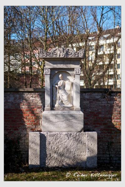 Grab der Familie zu Rhein auf dem Alten Südfriedhof München (Februar 2021)