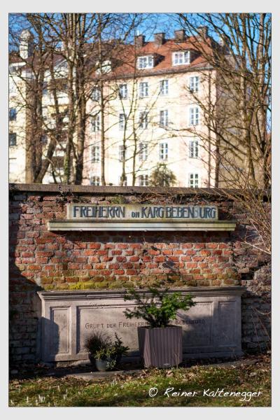 Grab der Familie Karg-Bebenburg auf dem Alten Südfriedhof München (Februar 2021)
