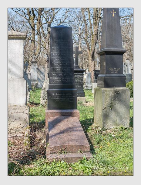 Grab der Familie Utz auf dem Alten Südfriedhof München (April 2015)