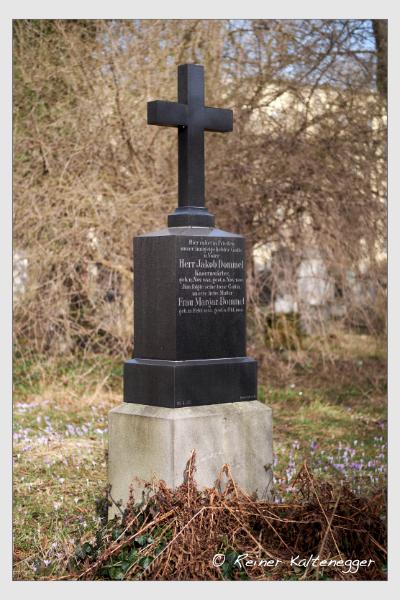 Grab der Familien Dommel · Remold auf dem Alten Südfriedhof München (Februar 2021)