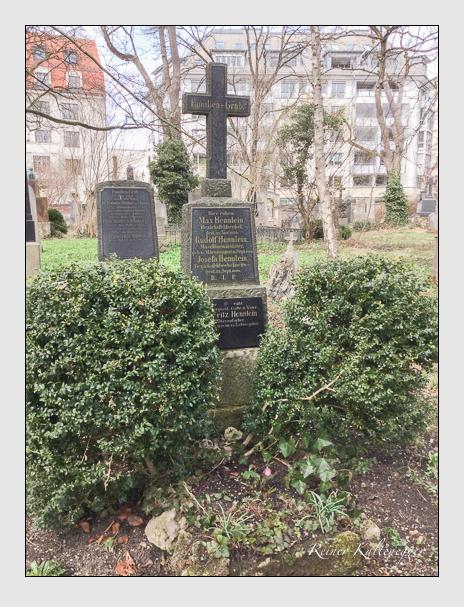 Grab der Familie Hennlein auf dem Alten Südfriedhof München (April 2018)
