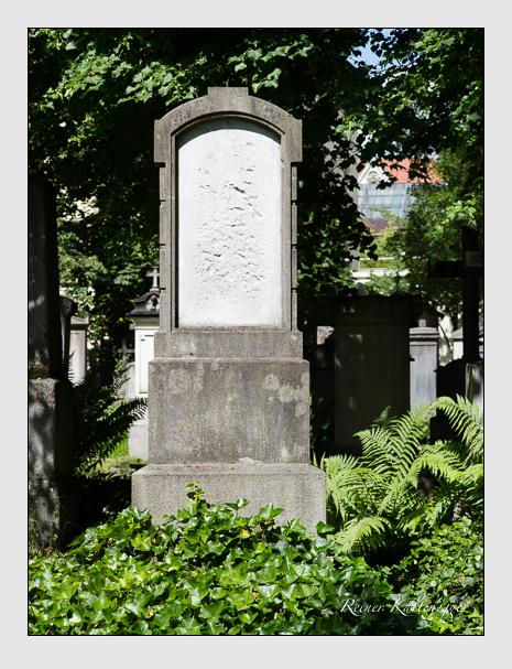 Grab der Familien Kröll · Mühlthaler auf dem Alten Südfriedhof München (Juni 2014)