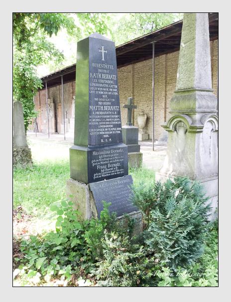 Grab der Familie Bernatz auf dem Alten Südfriedhof München (Dezember 2017)