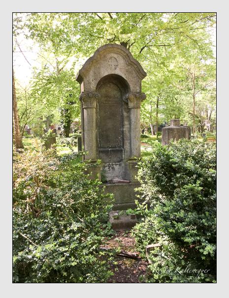 Grab der Familie Reisinger auf dem Alten Südfriedhof München (April 2018)