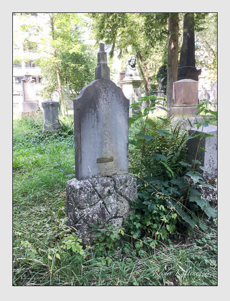 Grab der Familien Ostler & Parzefal auf dem Alten Südfriedhof München (August 2018)
