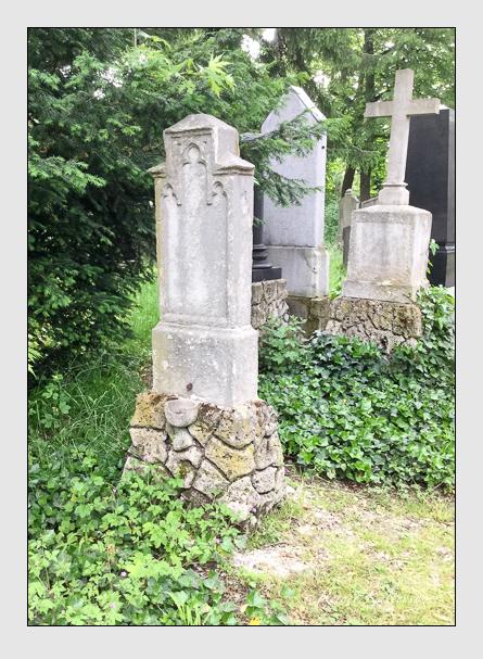 Grab der Familie Oertl auf dem Alten Südfriedhof München (Mai 2016)