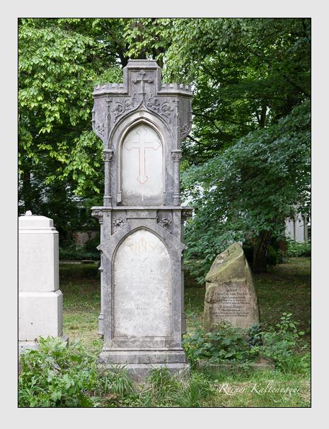 Grab der Familie Haindl auf dem Alten Südfriedhof München (Juni 2014)