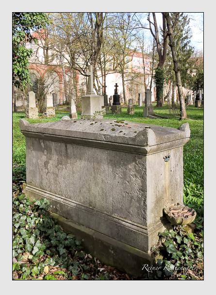 Grab der Familie Vallade auf dem Alten Südfriedhof München (April 2016)