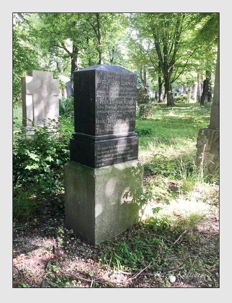 Grab der Familien Herrman & Münch auf dem Alten Südfriedhof München (Juli 2019)