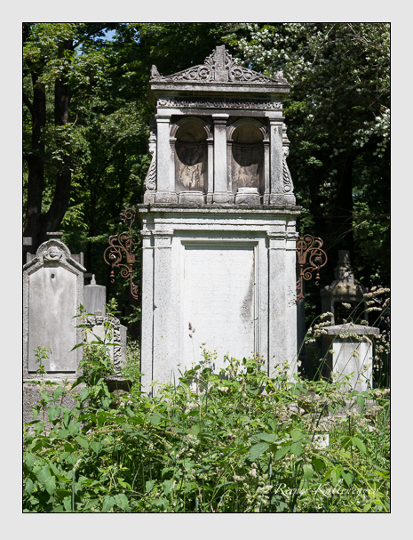 Grab der Familie Bayer auf dem Alten Südfriedhof München (Juni 2014)