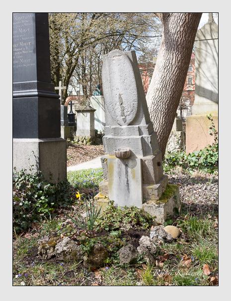 Grab der Familie Weinzierl auf dem Alten Südfriedhof München (März 2016)