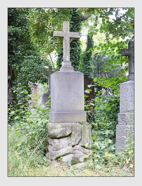 Grab der Familie Uttenreither auf dem Alten Südfriedhof München (Juli 2016)