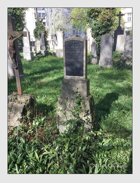 Grab der Familie Schmidt auf dem Alten Südfriedhof München (April 2017)