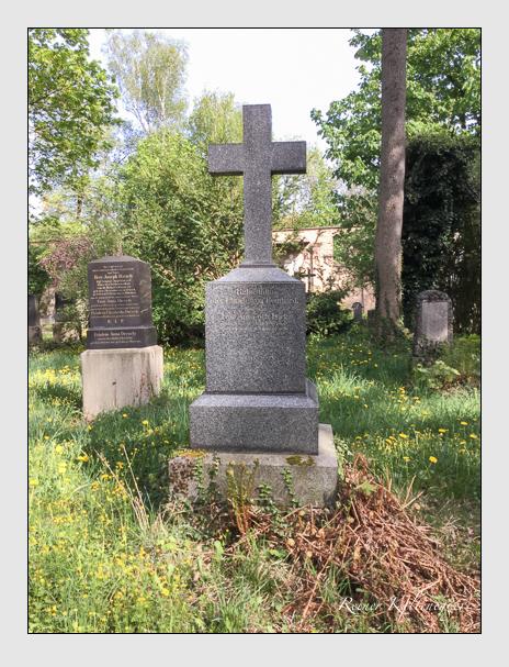 Grab der Familie Bomhard auf dem Alten Südfriedhof München (April 2018)