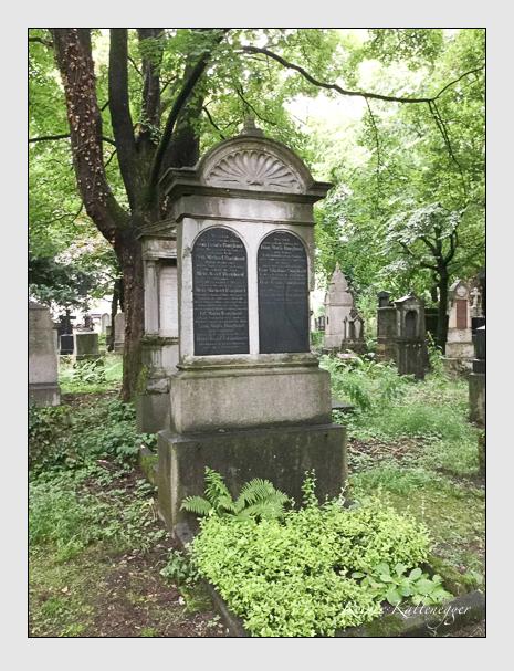 Grab der Familien Burghard · Grandauer auf dem Alten Südfriedhof München (Mai 2018)