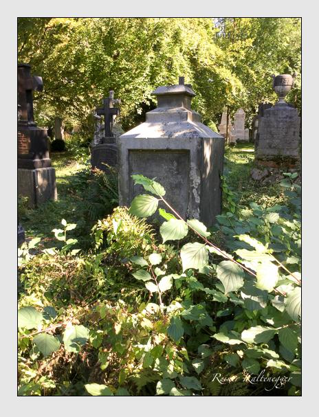 Grab der Familien Erhard · Ostermaier auf dem Alten Südfriedhof München (Oktober 2016)