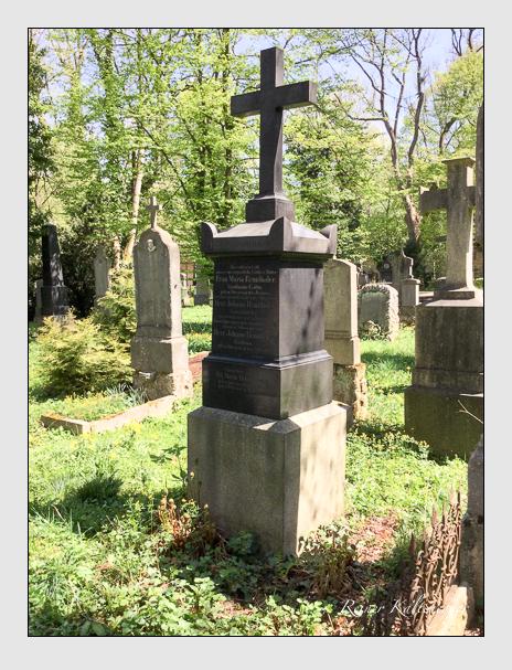 Grab der Familie Brunthaler auf dem Alten Südfriedhof München (April 2018)