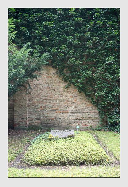 Grab der Familien Deiglmayr · Hasslauer auf dem Alten Südfriedhof München (Juli 2012)