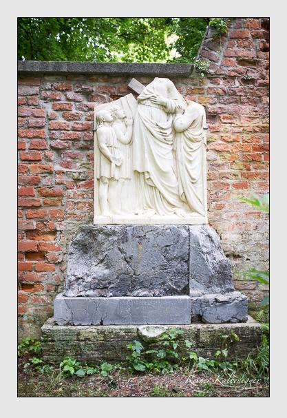 Grab der Familien Darchinger · Schwarze · Strauss auf dem Alten Südfriedhof München (August 2012)