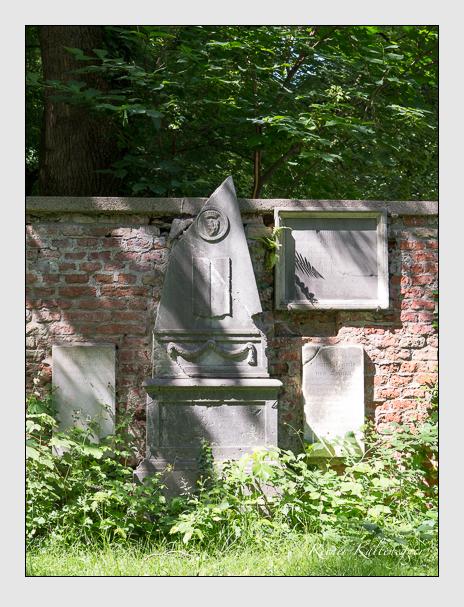 Grab der Familien Lodron-Laterano · Sutner auf dem Alten Südfriedhof München (Juni 2014)