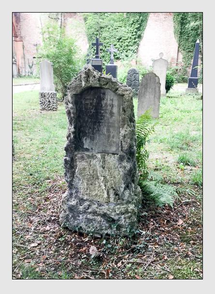 Grab der Familien Krönauer · Weber auf dem Alten Südfriedhof München (Dezember 2015)