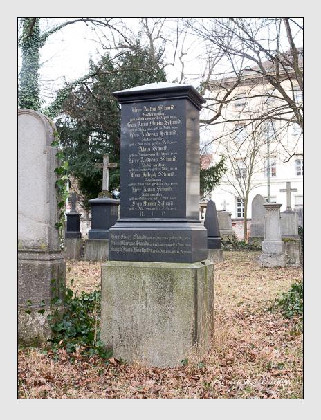Grab der Familien Kohlhofer · Schmid · Staude auf dem Alten Südfriedhof München (Februar 2020)