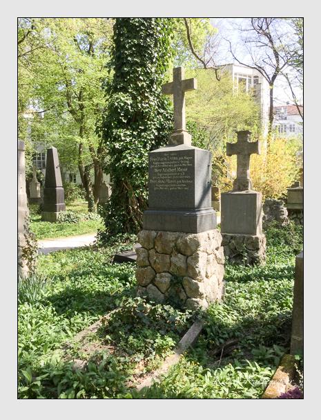 Grab der Familien Kienzler · Lizius · Mayer auf dem Alten Südfriedhof München (April 2020)