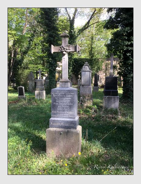 Grab der Familien Bernhart · Linder auf dem Alten Südfriedhof München (April 2020)