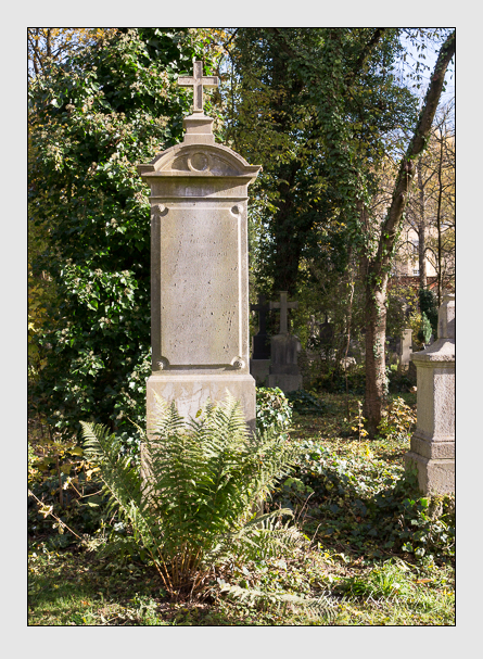 Grab der Familien Hauer · Kramer · Moralt auf dem Alten Südfriedhof München (November 2014)