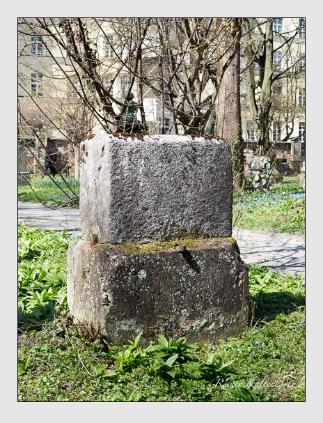 Grab der Familien Burger · Mappes · Sauter auf dem Alten Südfriedhof München (April 2015)