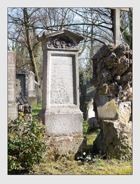 Grab der Familie Vorbrugg auf dem Alten Südfriedhof München (April 2015)
