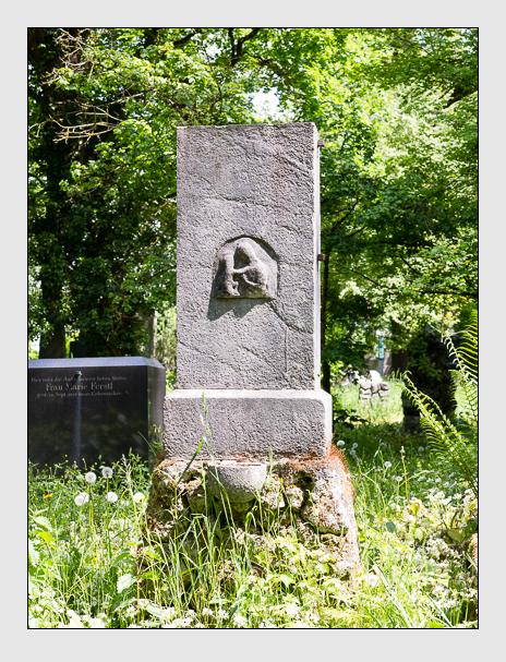 Grab der Familie Schmid auf dem Alten Südfriedhof München (Mai 2016)