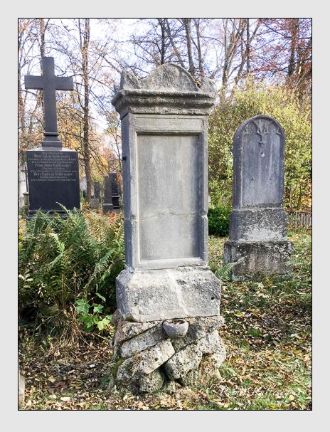 Grab der Familien Hirschmann · Kohlmüller auf dem Alten Südfriedhof München (Dezember 2017)