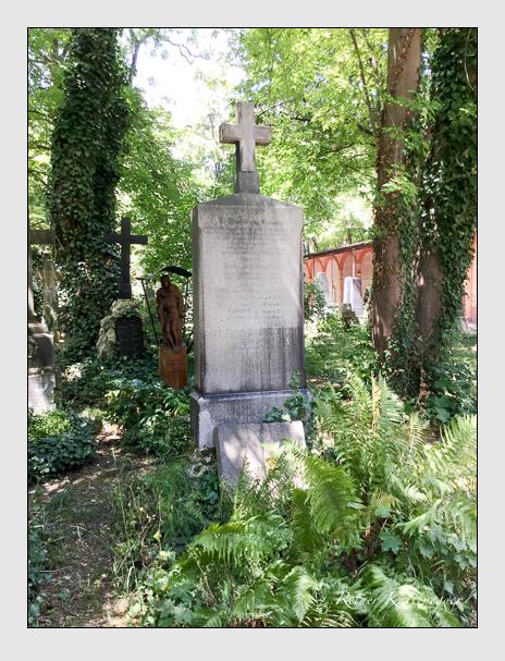 Grab der Familie Cucumus auf dem Alten Südfriedhof München (Januar 2018)