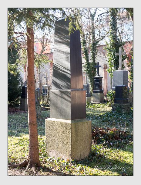 Grab der Familie Hering auf dem Alten Südfriedhof München (Februar 2020)