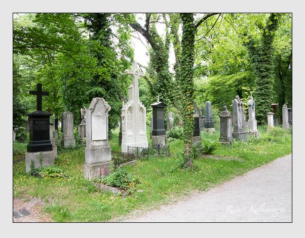 Gräber der Sektion 33 auf dem Alten Südfriedhof München: Ostseite (Mai 2020)