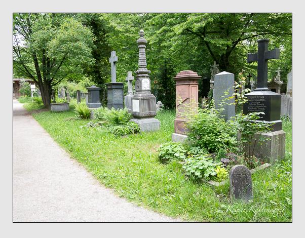 Gräber der Sektion 33 auf dem Alten Südfriedhof München: Westseite (Mai 2020)