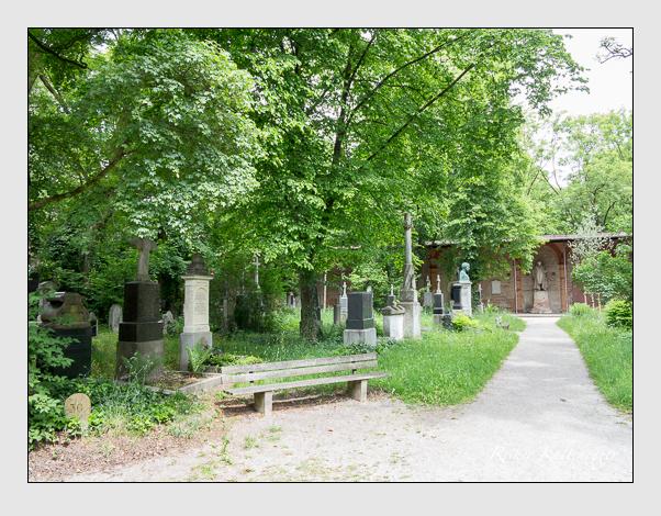 Gräber der Sektion 30 auf dem Alten Südfriedhof München: Ostseite (Mai 2020)