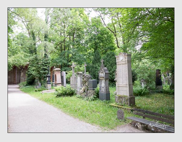 Gräber der Sektion 30 auf dem Alten Südfriedhof München: Westseite (Mai 2020)