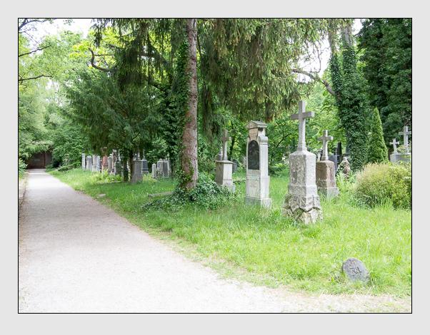 Gräber der Sektion 34 auf dem Alten Südfriedhof München: Westseite (Mai 2020)