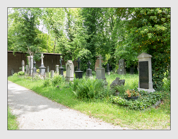 Gräber der Sektion 27 auf dem Alten Südfriedhof München: Westseite (Mai 2020)